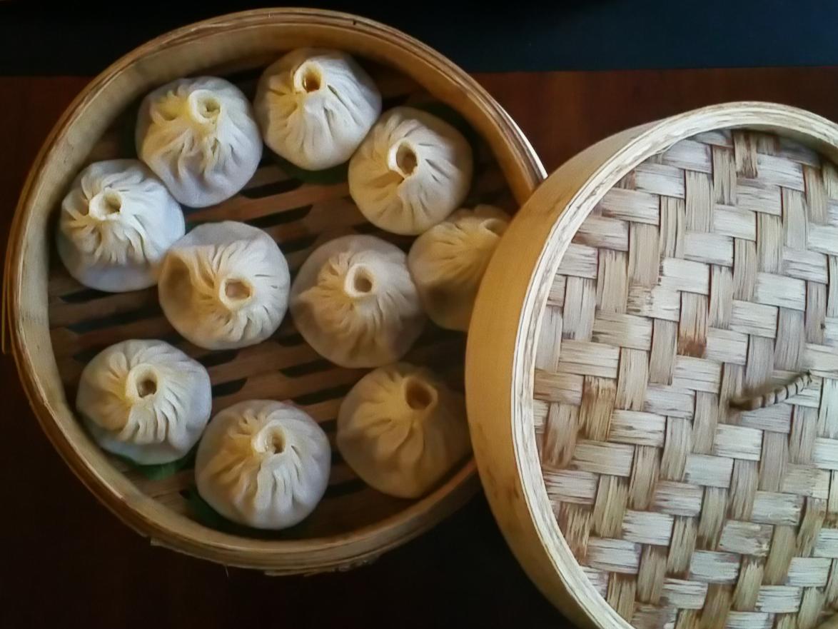 Steamed dumplings stuffed with crab meat