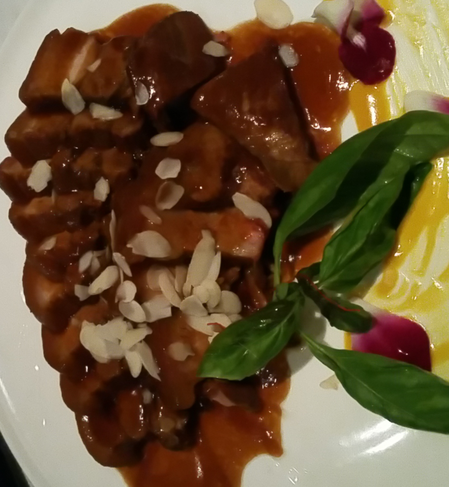 Pork belly with almonds and sweet cinnamon sauce