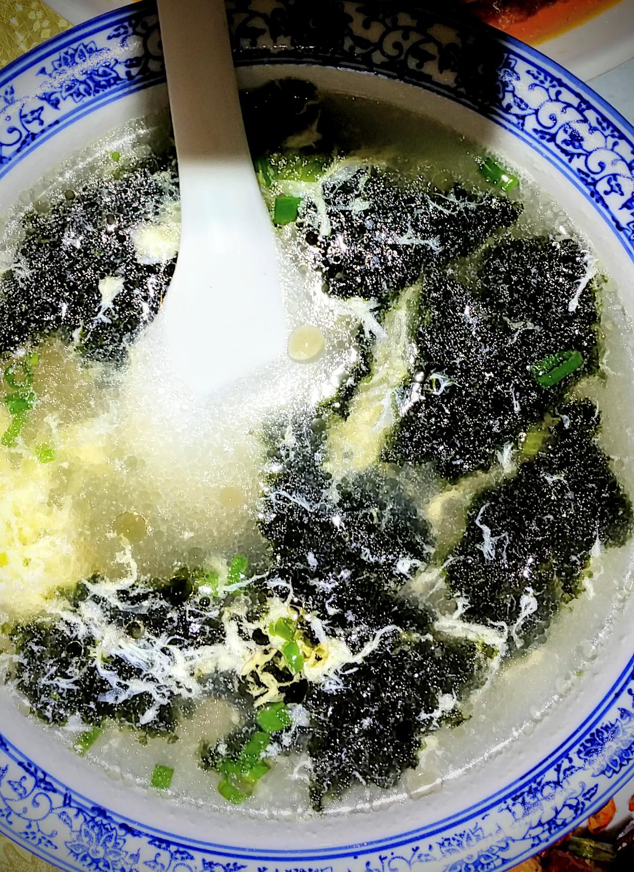 Egg soup with seaweed